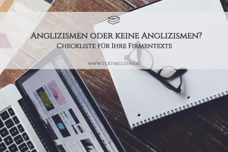 Anglizismen in Firmentexten: Motiv Holztisch mit Notebook, Notizblock und Brille