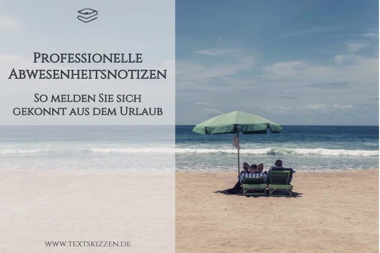 Professionelle Abwesenheitsnotizen schreiben. Motiv Sommerurlaub: Paar in Liegestühlen und unter Sonnenschirm am Strand