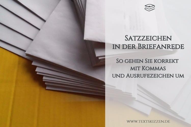 Korrekte Satzzeichen in der Briefanrede: Motiv Briefumschläge auf postgelbem Grund