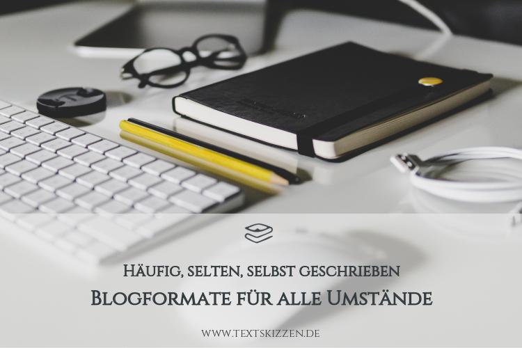 Formate für ein Firmenblog: Motiv Schreibtisch, PC-Tastatur, Notizbuch, Stifte und Brille