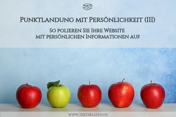 Persönlichkeit für die Firmenwebsite: Vier rote Äpfel und ein grüner Apfel vor hellblauem Hintergrund