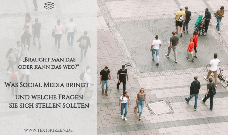Social Media für Unternehmen: Beitragstitel und Vogelperspektive auf Passanten im öffentlichen Raum