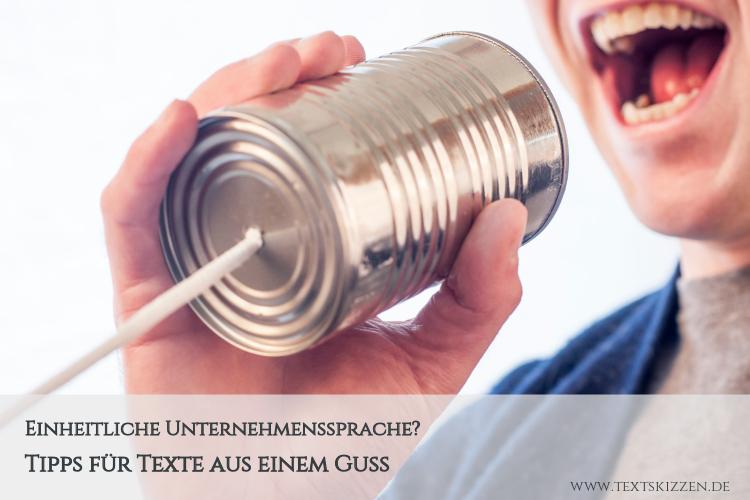 """Einheitliche Unternehmenssprache / Corporate Language: Mann mit """"Mikrofon"""" aus Konservendose und Bindfaden"""